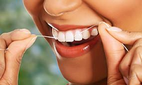 Регулярно используйте зубную нить после употребления еды